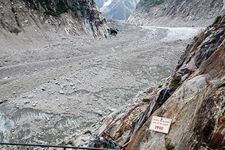 лестница вниз, на ледник Mer de glace