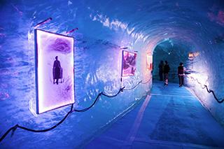 ледник Мер-де-Гляс, ледяная пещера с художественной подсветкой