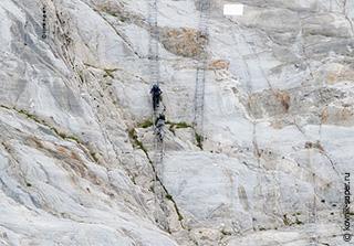 спуск к леднику - лазание по лестницам
