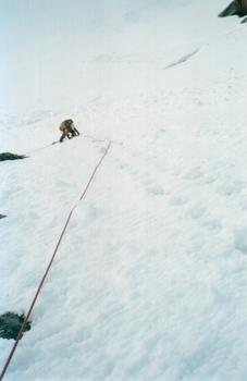 первая веревка подъёма непосредственно на перевал Туристов. Алтай, Катунские белки, район Белухи