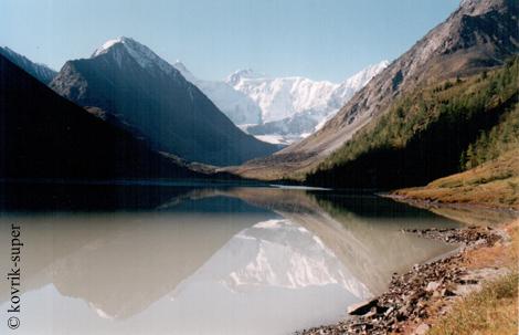 Аккемское озеро и вершина Белуха. Алтай