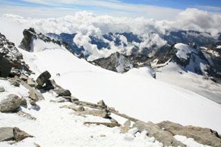 вид чуть не доходя до вершины Gran Paradiso, видна верхняя треть подъёма
