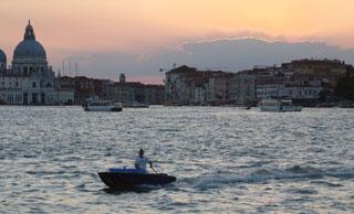 Венеция, просто вечер. Сентябрь – уже не жарко, но очень комфортно гулять и наслажадаться городом