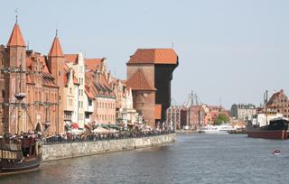Набережная в Гданьске. Виден средневековый кран (для мачт ганзейских кораблей)