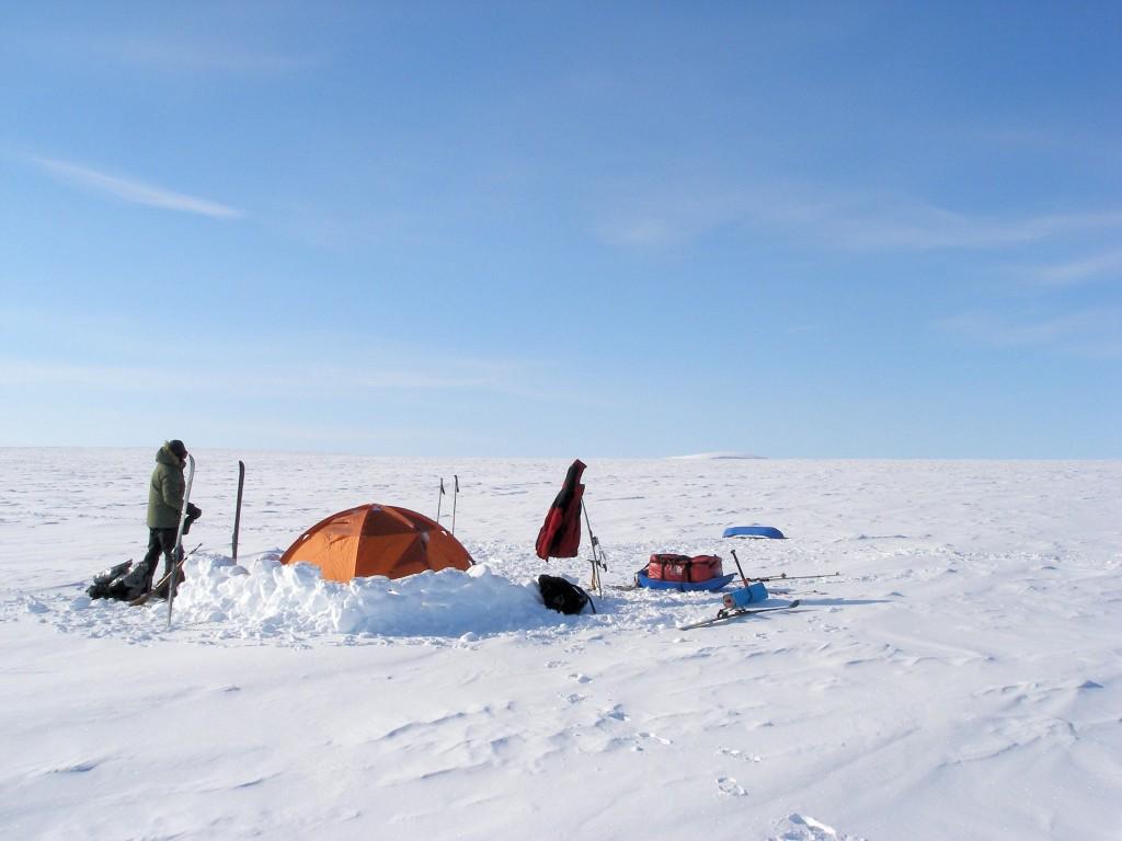 палатка внешним каркасом