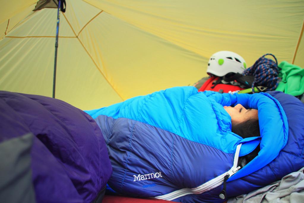 пуховой спальник marmot sawtooth купить